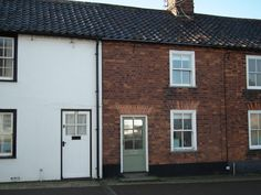 Walnut Lodge Holiday Cottage in The walnuts 101 friday street