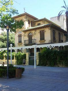 Paseo Larios en Vélez-Málaga, Andalucía Mansions, Architecture, House Styles, Home Decor, Walks, Towers, Arquitetura, Decoration Home, Room Decor