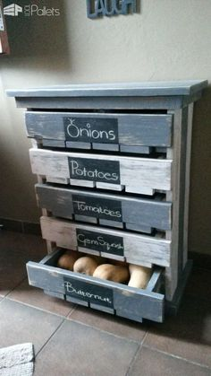 Check out this cool idea of a #DIY #pallet fruit storage unit #kitchen #homedecor #project @istandarddesign