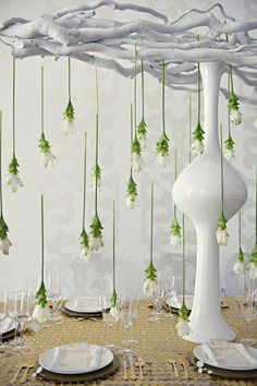 Tropical wedding inspiration with a modern twist in all white with gold and…
