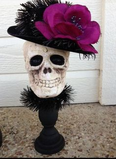 Fancy Skull Halloween Decoration for Halloween Party.for my daughter Shelly! Retro Halloween, Halloween Designs, Halloween Trees, Halloween Skull, Diy Halloween Decorations, Holidays Halloween, Halloween Crafts, Halloween Party, Halloween Centerpieces