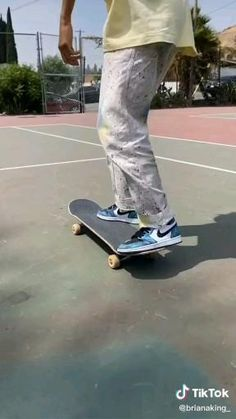Skateboard Gear, Beginner Skateboard, Skateboard Videos, Penny Skateboard, Cool Skateboards, How To Skateboard, Skateboard Photos, Skateboarding Girl, Skateboarding Photography