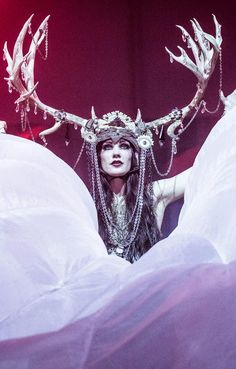 lirrili:    The magnificent Zoe Jakes.  I can't even deal with this headpiece - it's so beautiful and epic. <3