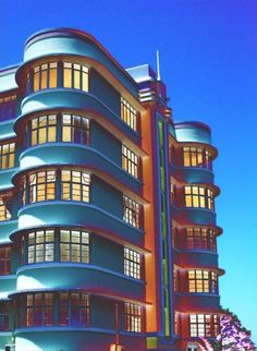 Cheviot Court c/r Musgrave Road & Poynton Place, Durban (South africa) ~ photo by M. Architecture Magazines, Architecture Photo, Art Nouveau, Miami Art Deco, Art Deco Illustration, Streamline Moderne, Art Deco Buildings, Art Deco Posters, Building Art