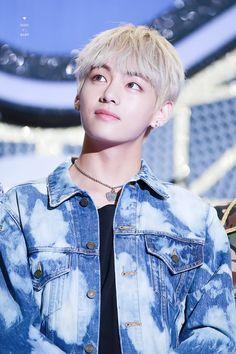 V ❤ Korean Music Wave DMC Festival #BTS #방탄소년단
