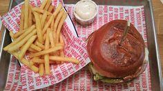 Ich will ein Rind von dir #RinderwahnWien Hamburger, Eat, Ethnic Recipes, Food, Knowledge, Food Food, Essen, Hamburgers, Yemek