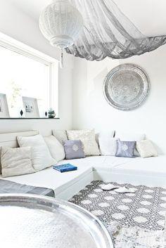 marrokanisches wohnzimmer design mit modernes interior und wandgestaltung