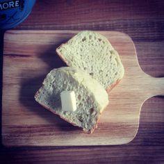 White Soda Bread ホワイトソーダブレッド 甘くないほんのり塩味ソーダブレッド。スープやシチューと頂くのがおすすめです。 150 yen  ソーダブレッドって?? http://ri-e.cocolog-nifty.com/blog/2010/03/post-2dad.html