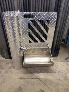 Pig feeder and waterer in one. This would be a great FFA project! Pig Showing, Pig Breeds, Pig Pen, Show Cattle, Showing Livestock, Animal Science, Goat Farming, Animal Projects, The Ranch
