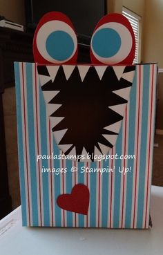 The next holiday, Valentine's Day, is just around the corner and hopefully these Valentine Box Ideas will get your creative juices flowing for your child's own Valentine box. Homemade Valentine Boxes, Valentine Day Boxes, Valentines Day Party, Valentines For Kids, Valentine Day Crafts, Valentine Ideas, Printable Valentine, Valentine Wreath, Holiday Crafts For Kids