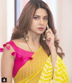 🍂Follow me adina ans 🍂 Saree Blouse Neck Designs, Fancy Blouse Designs, Bridal Blouse Designs, Stylish Blouse Design, Designer Blouse Patterns, Blouse Models, Saree Look, Indian Designer Outfits, Jennifer Winget
