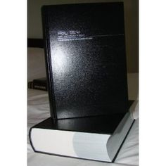 Thai - English Bible / Black Hardcover / Bilingual Bible [Hardcover]  Bible Society (Author)