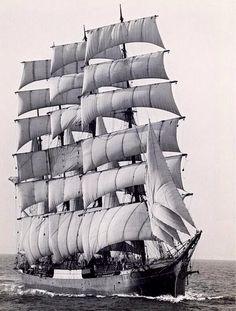 """Pamir, o último veleiro comercial a rodear o Cabo Horn em 1949. - The last commercial sailing ship, Pamir, to round Cape Horn in 1949. """"O cabo Horn é o ponto mais meridional da América do Sul, se se excluírem as Ilhas Geórgia do Sul e Sandwich do Sul e as Ilhas Diego Ramírez. Encontra-se na Ilha de Hornos, no arquipélago da Terra do Fogo, na porção pertencente ao Chile"""". Wikipédia """"Named after the city of Hoorn in the Netherlands, is the southernmost headland of the Tierra del Fuego…"""