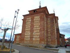 Iglesia de Santo Tomas Cantuariense. La actual fue construida en 1645 por el Arzbispado de Toledo. Es el único caso en el que el arzobispado se hizo cargo de toda la construcción.Los ladrillos fueron hechos en el tejar del pueblo.