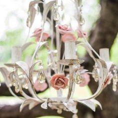 Люстра в декоре свадьбы, Максим и Дарья: нежная свадьба в розовом цвете
