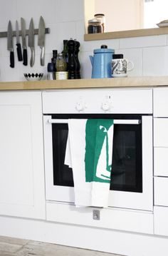 kauniste karhu 2 Home And Living, Home Kitchens, Homes, Interior Design, Nest Design, Houses, Home Interior Design, Interior Designing, Kitchen
