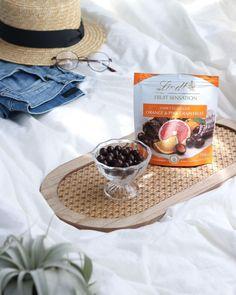 """Lindt Chocolate Japan on Instagram: """"暑い日は我慢しないで涼しいお部屋で快適に。マスクを外してリラックスするおうち時間のおともは #センセーションフルーツ🍊  #リンツ #Lindt #サマーマリアージュ #それは夏だけの幸せな出会い #センセーションフルーツ…"""" Dark Chocolate Orange, Pink Grapefruit, Instagram, Food, Essen, Meals, Yemek, Eten"""