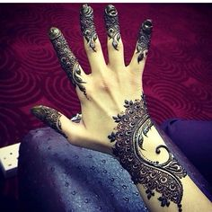 Mehndi Design Offline is an app which will give you more than 300 mehndi designs. - Mehndi Designs and Styles - Henna Designs Hand Henna Tatoos, Mehandi Henna, Jagua Henna, Mehndi Tattoo, Henna Tattoo Designs, Mehendi, Henna Palm Designs, Paisley Tattoos, Pakistani Mehndi
