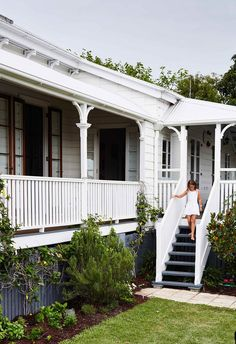 A Brisbane interior designer turned a heritage-listed Queenslander into a colourful and comfortable family home with an artistic decorating approach. home, A Heritage-Listed Queenslander In Brisbane Exterior House Colors, Exterior Paint, Exterior Design, Craftsman Exterior, Queenslander House, Weatherboard House, House With Porch, House Front, Veranda Railing