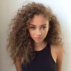 33 Ideas hair styles femme metisse for 2019 Curly Hair Styles, Medium Hair Styles, Natural Hair Styles, Hair Medium, Medium Curly, Medium Blonde, Cute Curly Hair, Medium Brown, Pelo Natural