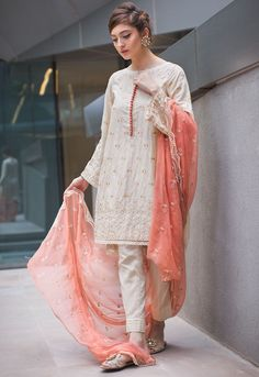 Fashion Tips Pear Shape .Fashion Tips Pear Shape Modest Fashion, Fashion Dresses, Hijab Fashion, Classy Fashion, 80s Fashion, Indian Fashion, Style Fashion, Nice Dresses, Casual Dresses