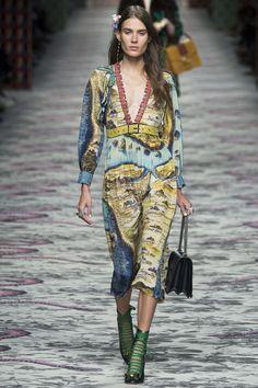 Gucci Spring 2016 Ready-to-Wear Collection Photos - Vogue Gucci Fashion Show, News Fashion, Fashion Moda, Runway Fashion, Spring Fashion, High Fashion, Womens Fashion, Fashion Trends, Milan Fashion