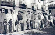 """Año 1966. """"Comparsa de gigantes y cabezudos de Alcalá de Henares, una de las mas antiguas de España""""."""