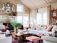 On her show, Sarah Richardson, host of Sarah 101, totally transformed an old farmhouse into a cozy retreat for her family. HGTV drops by to see what life is really like at her weekend place.