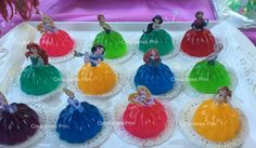 Gelatinas de princesas Disney Princess Birthday Party, Disney Frozen Birthday, Princess Theme Party, Princess Cupcakes, Baby Shower Princess, 4th Birthday Parties, Birthday Party Decorations, Cupcakes Princesas, Beauty And The Beast Party