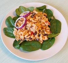vegetarisk lunch! ☺ Heta makaroner med bönor och lite spenat! 😋 #protein #krämig #pasta #bönpasta #sås • créme fraîche lätt • matyoghurt recept