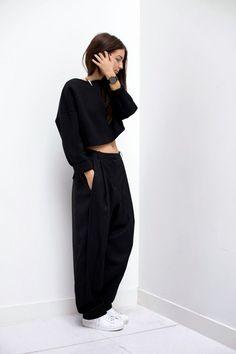 How To Wear Adidas Superstar Black Minimal Chic Ideas For 2019 Fashion Mode, Moda Fashion, Womens Fashion, Fashion Trends, Fashion Bloggers, Fashion Pants, Street Fashion, Sneakers Fashion, Minimal Chic