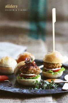 Chicken And Pinenut Sliders (Mini Burgers) - Cook Republic Mini Burger Buns, Great Recipes, Favorite Recipes, Food Porn, Tasty, Yummy Food, Snacks Für Party, Mini Foods, Wrap Sandwiches