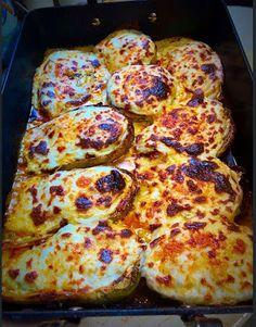 Μελιτζάνες παπουτσάκια !!!! ~ ΜΑΓΕΙΡΙΚΗ ΚΑΙ ΣΥΝΤΑΓΕΣ 2 Pizza, Cheese, Food, Essen, Meals, Yemek, Eten