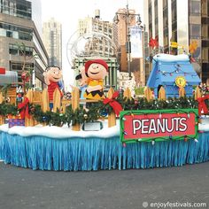 Snoopy's Doghouse Float - Macy's Thanksgiving Parade 2016