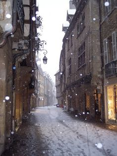 Snowy Day, Paris, France