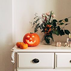 Carved pumpkin~ jack o'lantern on white dresser with bouquet of flowers in a vase ~ fall and autumn aesthetic Halloween Snacks, Happy Halloween, Halloween Decorations, Halloween House, Girly Girl, Autumn Aesthetic, Autumn Cozy, Happy Fall Y'all, Hello Autumn