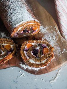 Rulada cu blat de morcov si piersici si crema de branza cu piersici si dulceata de afine - PrajiturEla Gem, Food, Essen, Jewels, Meals, Gemstone, Gemstones, Yemek, Eten