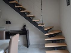 Escalier limon central avec marches balancées