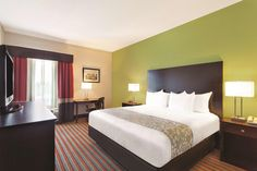 Experience safe & comfortable at Newly Renovated, Non-Smoking rooms at Pet Friendly Hotel in South Tampa Florida. Florida Hotels, Tampa Florida, Hotel Website Design, La Quinta Inn, Pet Friendly Hotels, Tampa Bay Area, Hotel Amenities, Cruise Port, Outdoor Pool