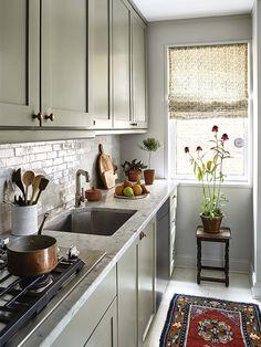 Space Saving Kitchen, Small Apartment Kitchen, Small Kitchen Organization, Small Kitchen Interiors, Small Apartment Interior, Space Kitchen, Apartment Renovation, Studio Kitchen, New Kitchen
