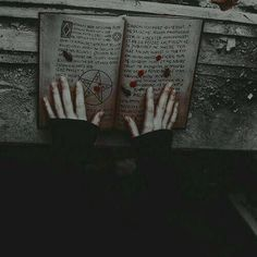 Gothic Aesthetic, Slytherin Aesthetic, Witch Aesthetic, Character Aesthetic, Aesthetic Grunge, Aesthetic Black, Creepy, Dark Photography, Macabre Photography