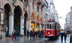 レトロな電車に食べ歩き!イスタンブール・イスティクラル通りは楽しみがいっぱい | トルコ | Travel.jp[たびねす]
