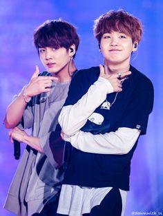 Jungkook and Suga ❤ Pyeongchang Winter Olympics Concert #BTS #방탄소년단