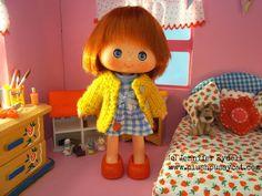 Plushpussycat: Strawberry Shortcake in the Bedroom vintage Strawberry Shortcake dolls in mini scenes