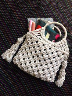 Makramee Tasche / Mini Tasche / kleine Makramee Tasche / Makramee Geldbörse / F… – 2019 - Bag Diy - Bag and purses Diy Bags Purses, Purses And Handbags, Macrame Purse, Macrame Knots, Crochet Wallet, Net Bag, Macrame Design, Boho Bags, Crochet Handbags