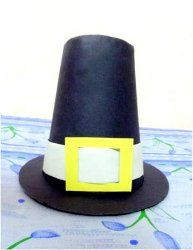 Construction Paper Pilgrim Hat - this is a fun Thanksgiving paper craft to make with your kids!