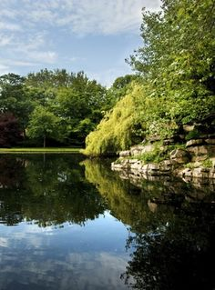 St Stephen's Green is an idyllic natural retreat in the heart of Dublin, set amid stately Georgian neighbourhoods. Perfect for passing a lazy afternoon.