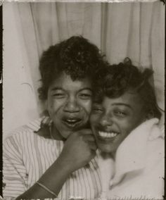 A century of women photo booth selfies American Women, African American History, Vintage Black Glamour, Vintage Beauty, Vintage Pictures, Vintage Images, Art Magique, Photos Booth, Photo Booth Pictures