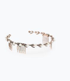 Zara Flowers and Pearls Hairband, $26; zara.com  - ELLE.com (=)