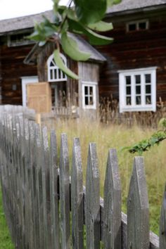 Riuttalan Talonpoikaismuseo - museum's rustic peasant atmosphere has remained intact and it's distinctive architecture provide a great Finnish attraction. Farmhouse, Museum, Rustic, Texture, Architecture, Plants, Country Primitive, Surface Finish, Arquitetura